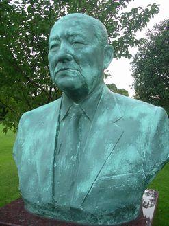 銅像 足立篤郎