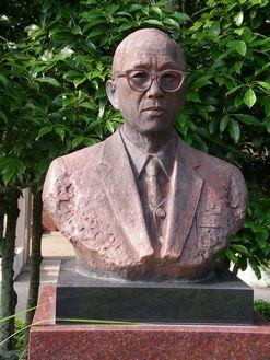 銅像 赤堀四郎
